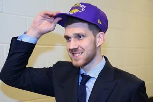 Официально: Михайлюк стал игроком Детройт Пистонс