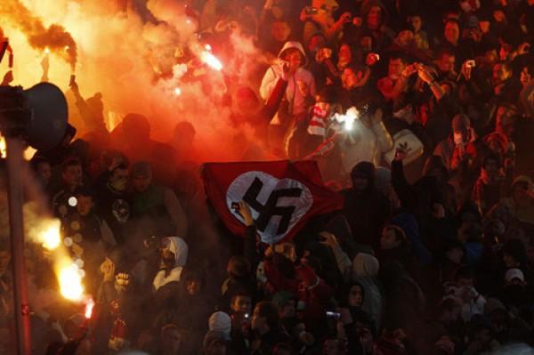 На матче Шинник - Спартак в секторе москвичей появился нациский флаг