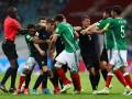Видео массовой драки, из-за которой остановили матч Мексика – Новая Зеландия