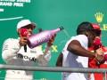 Болт дал старт гонке Формулы-1 и искупался в шампанском