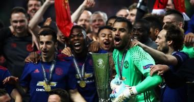 Четыре пальца Моуриньо и танец Погба: как Манчестер Юнайтед праздновал победу