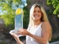 Красотка - теннисистка показал свою хозяйственность