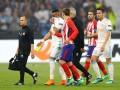 Капитан Марселя первым прикоснулся к кубку Лиги Европы и первым покинул поле