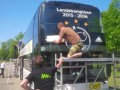 Аякс разместил победные наклейки на клубном автобусе, проиграв чемпионат