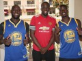 Погба и Лукаку обменялись футболками с суперзвездой НБА