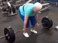 78-летняя бабушка подняла штангу более ста килограмм