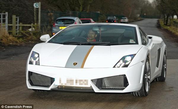 Нани за рулем Lamborghini Gallardo