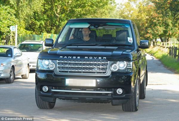 Одноклубни Руни по МЮ Райан Гиггз за рулем Range Rover SPORT