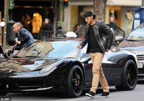 Озил и его Ferrari 458