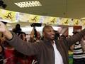 Южноафриканец переплыл реку с крокодилами ради билета на финал ЧМ-2010