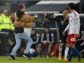Рибери получил шарфом по лицу от болельщика Гамбурга (видео)
