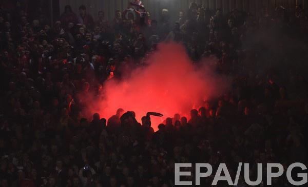 Фанаты Ливерпуля во время матча с дортмундской Боруссии
