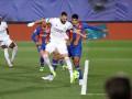 Бензема пяткой открыл счет в матче Реал-Барселона