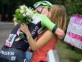 Велогонщик прервал заезд, чтобы сделать своей девушке предложение (фото)