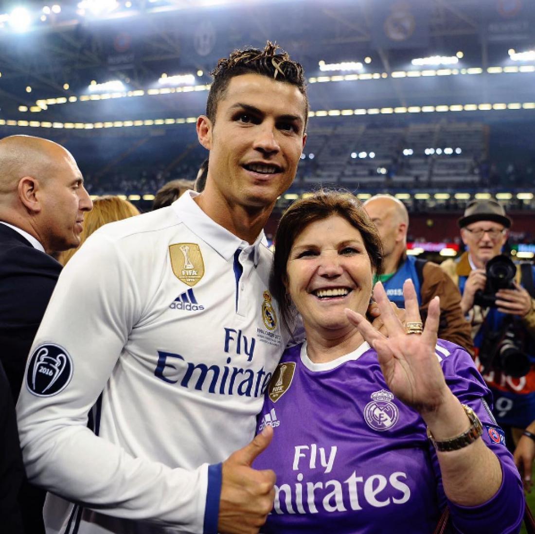Роналду с мамой