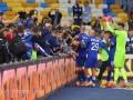 Болельщики Динамо выскочили к полю после победы киевлян над Десной