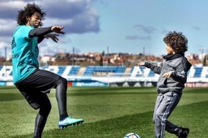 Весь в отца: Сын Марсело сыграл с игроками Реала и показал крутой трюк
