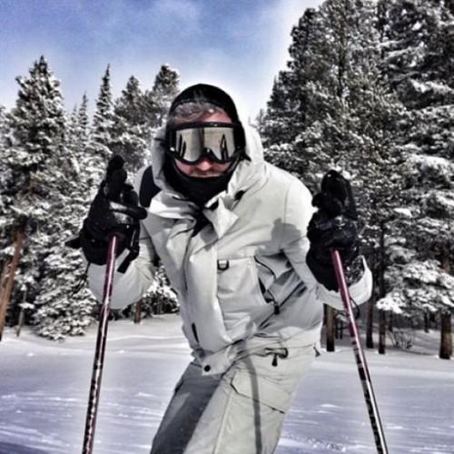 Милевский катается на лыжах