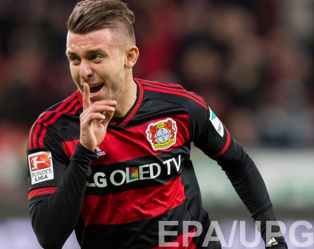 Владлен Юрченко празднует гол в ворота Вольфсбурга
