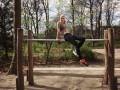 Как научиться отжиматься на брусьях