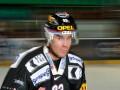Невероятно! Шайба раскололась после броска швейцарского хоккеиста (ВИДЕО)