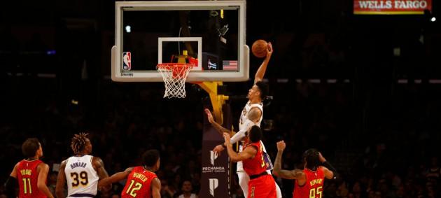 НБА: Лейкерс разобрался с Атлантой, Сакраменто одержал минимальную победу над Бостоном