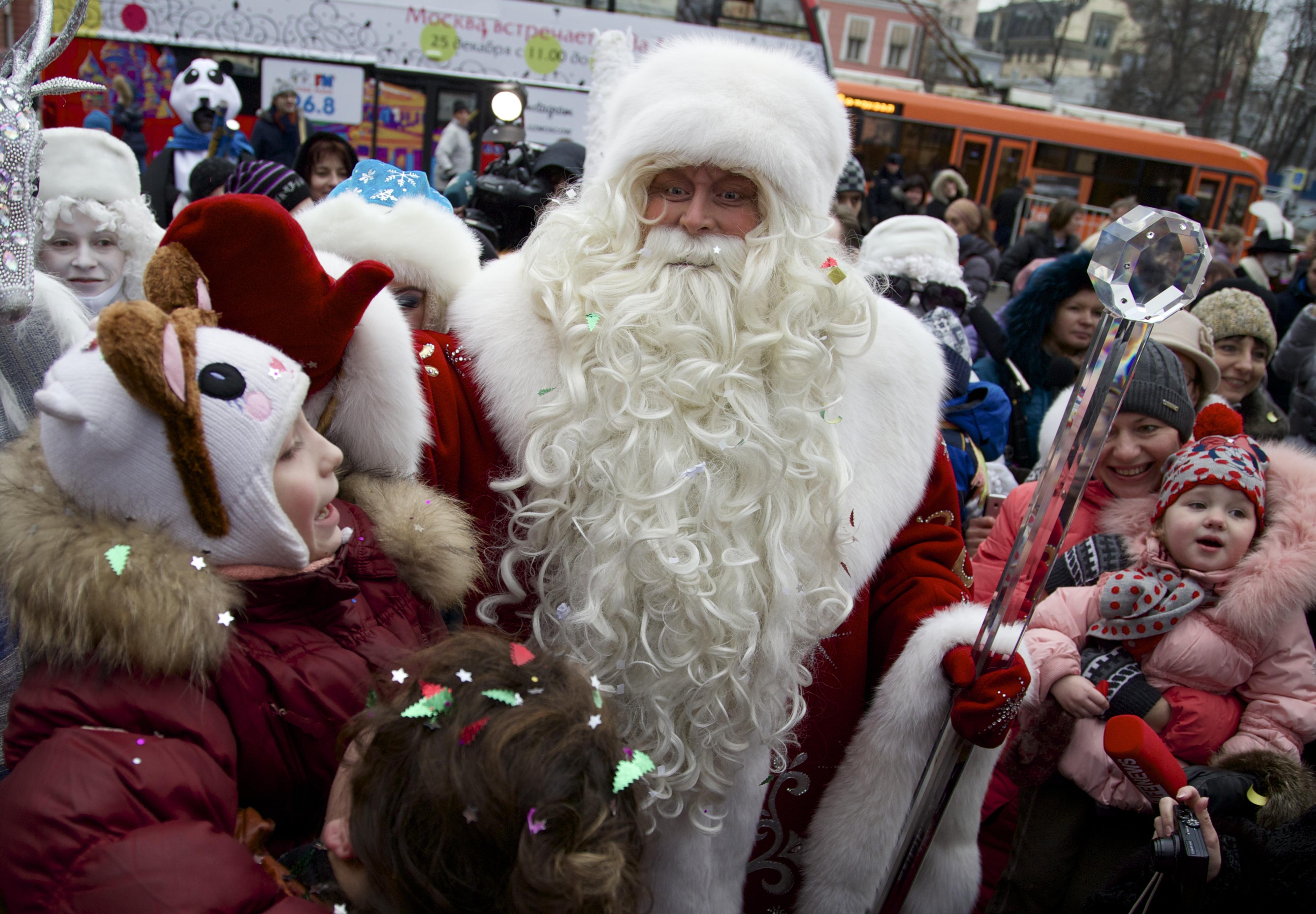 Дед Мороз открыл свою резиденцию в Сочи