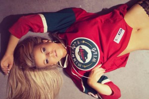 Красотка пятницы: Девушка, чье декольте затмило матч НБА