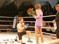Боец предложил руку и сердце своей девушке на ринге