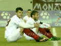 Футболисты сели на поле во время матча в память о погибших беженцах