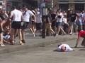Российские фанаты избивали англичан, которые лежали на земле без сознания