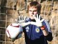У вратаря сборной Украины едва не украли перчатки во время матча с Узбекистаном