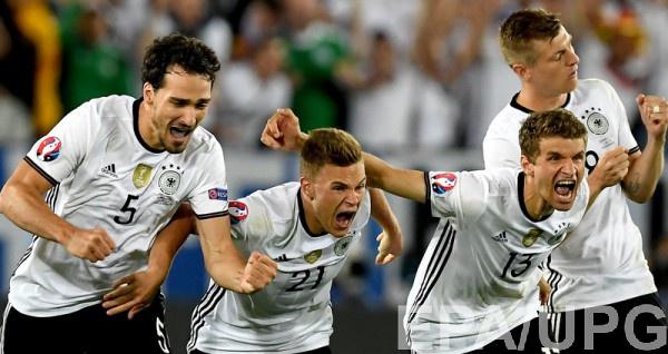 Сборная Германии в серии пенальти победила Италию