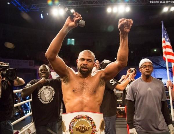 Рой Джонс с победой вернулся на ринг