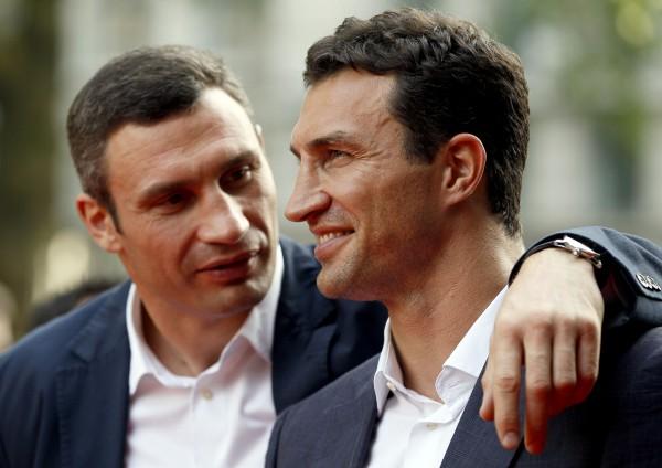 Новость Братья Кличко закупили аптечки в зону АТО