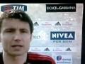 Удар в спину. Игрока Милана напугал упавший рекламный щит