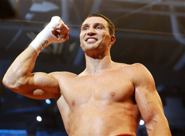 Владимир Кличко победил нокаутом в поединке с Пьянетой