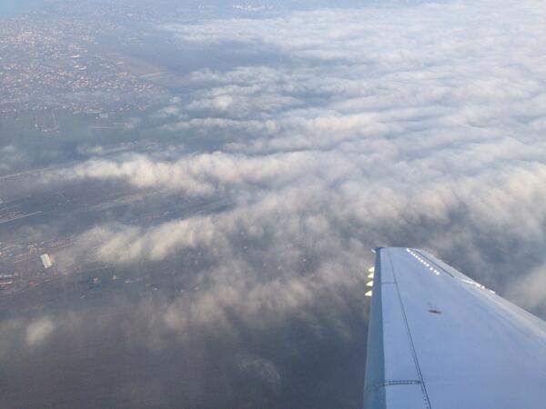 Вот как был обложен аэропорт (на фото справа) Одессы при попытке приземлиться