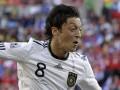 Семья Озила подает в суд на болельщика, усомнившегося в праве игрока выступать за сборную Германии