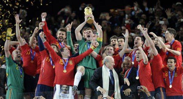 Испанцы праздную победу на Мундиале / AP