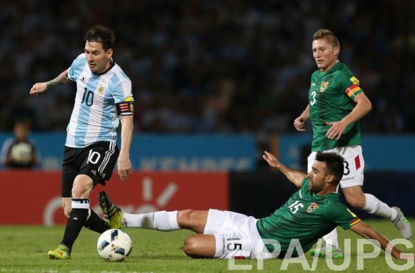 Лионель Месси в матче с Боливией