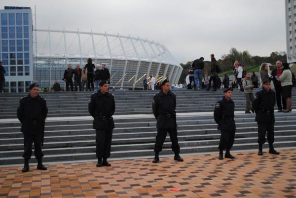 800 милиционеров будут обеспечивать порядок во время матча Украина - Франция