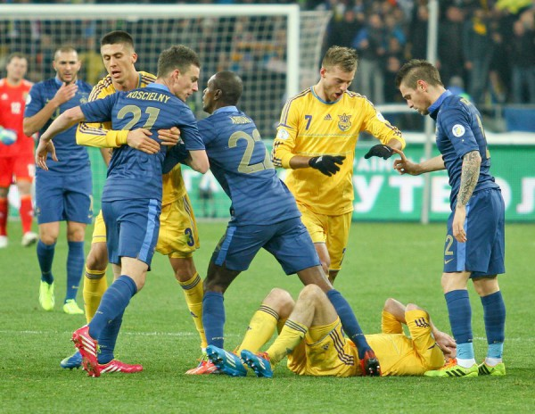 Украине и Франции предстоит битва на поле