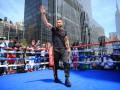 Ломаченко на улицах Нью-Йорка провел открытую тренировку