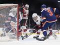 НХЛ: Оттава по буллитам выиграла у Айлендерса, Аризона уступила Анахайму