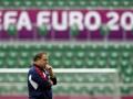 Экс-тренер сборной России: Нельзя винить игроков за общение с женами во время Евро-2012