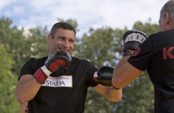 Виталий Кличко тренируется в парке Красная Пресня