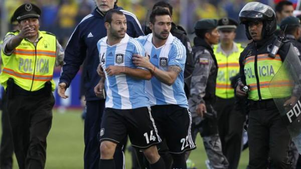 После поступка Маскерано на поле выясняли отношения футболисты и тренеры