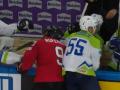 Словенский хоккеист чуть не убил соперника, ударив лезвием конька по горлу