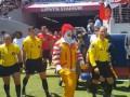 Клоун вывел на поле игроков Реала и Манчестер Юнайтед